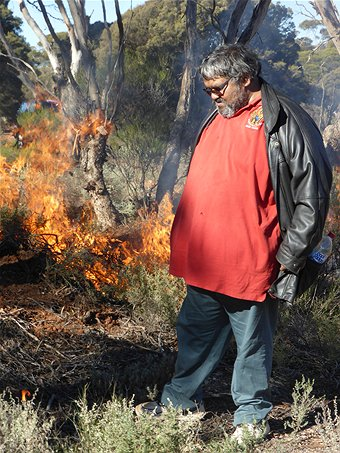 Ngadju Conservation Coordinator Les Schultz near a traditional burn. (Supplied - Ngadju Conservation) via ABC Goldfields
